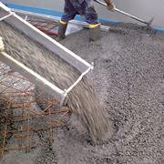 Gettata di calcestruzzo per edilizia