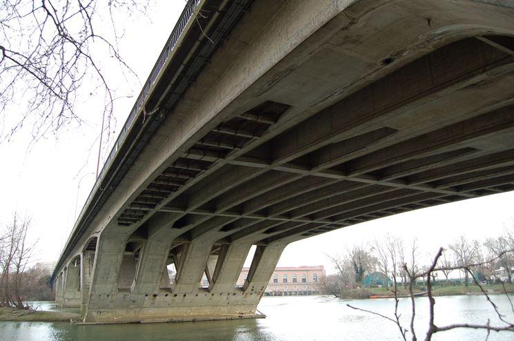 Un ponte in calcestruzzo armato