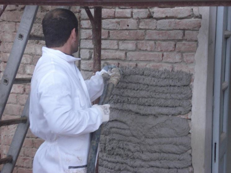 Intonacatura a spruzzo sulla muratura