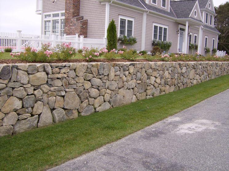 muro di sostegno in pietra