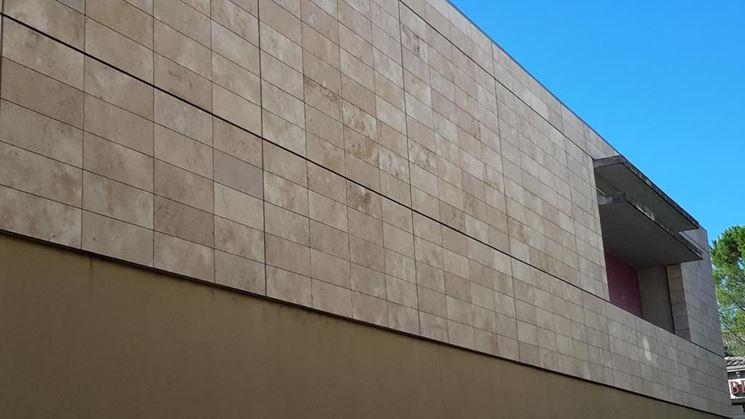 Rivestimento in pietra a pannelli