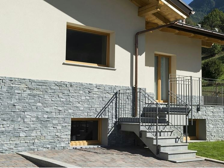 pietra su facciata esterna