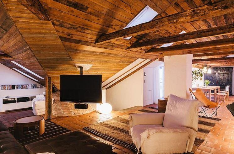 Salotto realizzato nel solaio in legno