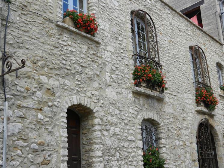 Eleganti finestre in ferro