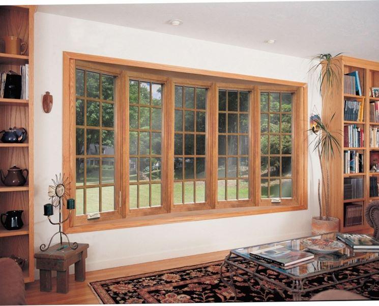 Ampia finestra in legno