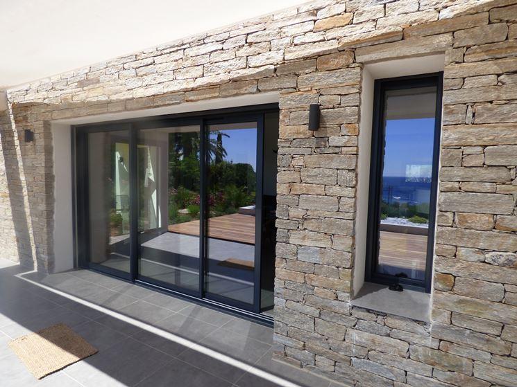 Infissi in alluminio infissi casa finestre in alluminio for Fenetre aluminium ou pvc