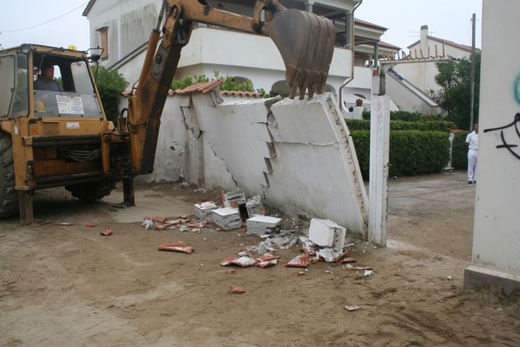 Demolizione degli abusi edilizi