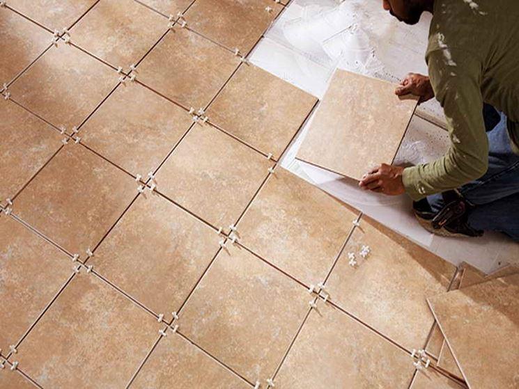 Posa in opera mattonelle mosaici e mattonelle come - Posare piastrelle su piastrelle ...