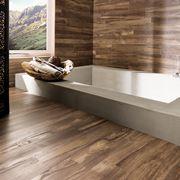 Stanza bagno con parquet laminato