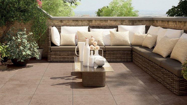 Bellisima terrazza con pavimentazione in ceramica