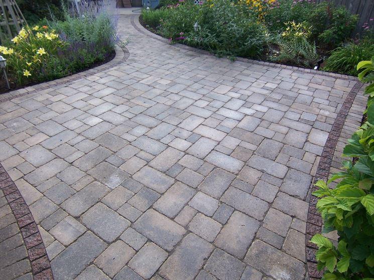 Pavimentazione giardino pavimenti per esterni consigli for Stampi per piastrelle da giardino