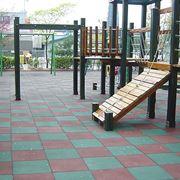 Esempio di pavimento in gomma per l'esterno