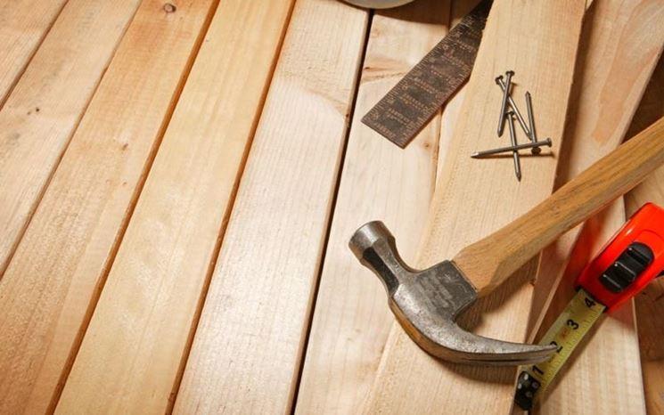 Fissaggio della pavimentazione da esterni in legno
