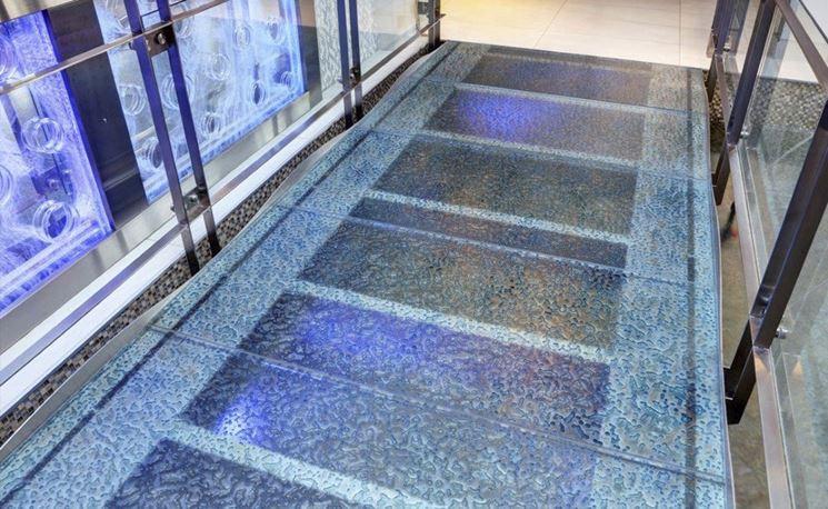 Un tipo di pavimento in vetro