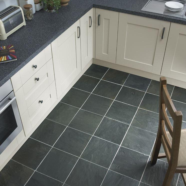 pavimento in ardesia in cucina