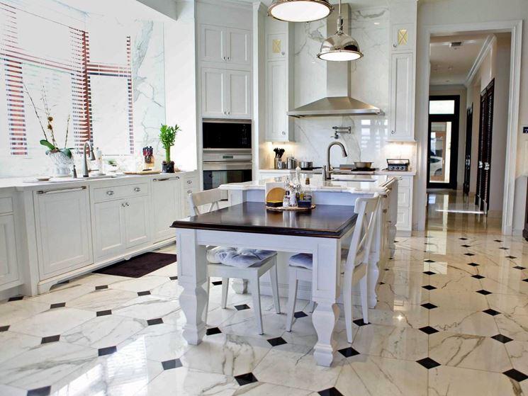 Pavimento in marmo bicolore