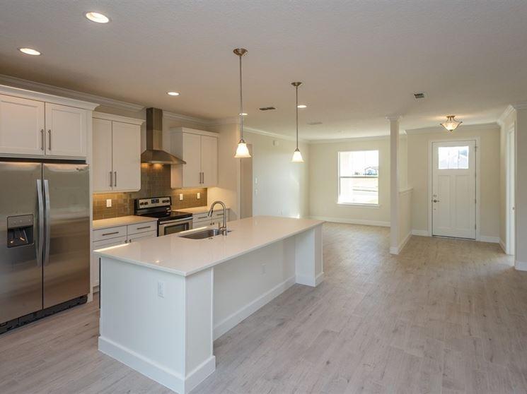 Cura e manutenzione dei pavimenti in finto legno piastrelle per casa