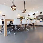 Cucina con pavimento in resina