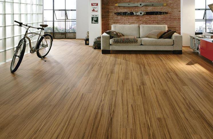 Pavimento in laminato piastrelle per casa posare for Posare laminato su pavimento esistente