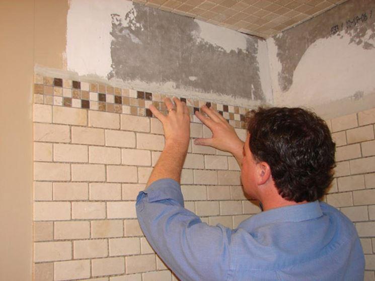 Piastrelle bagno mosaico rivestimenti piastrellatura bagno - Posa mosaico bagno ...