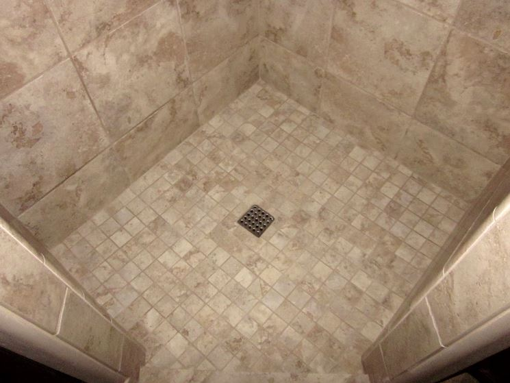 Rivestimento pavimento doccia