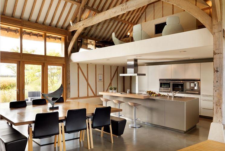 Cucina con soppalco in legno