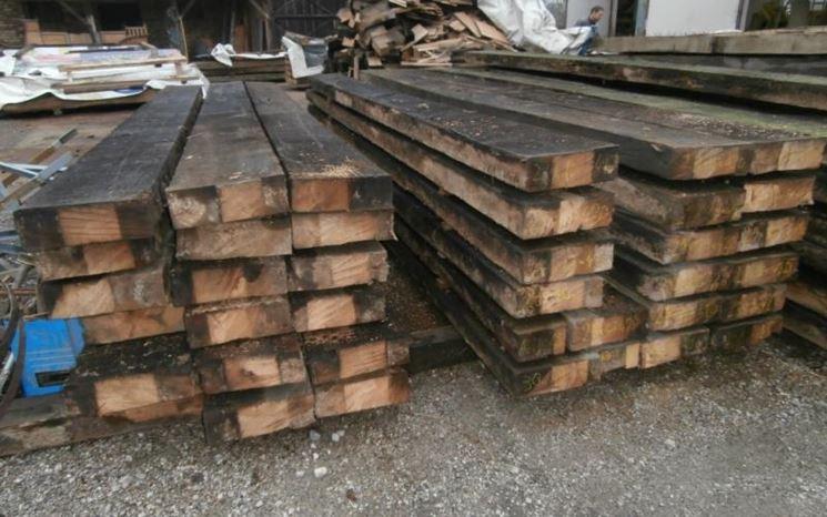 Tavole di legno riciclato