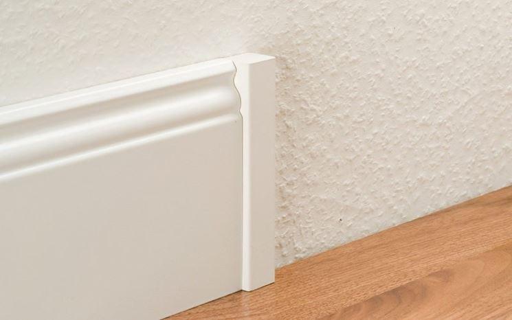 come fare taglio battiscopa i battiscopa come tagliare battiscopa. Black Bedroom Furniture Sets. Home Design Ideas
