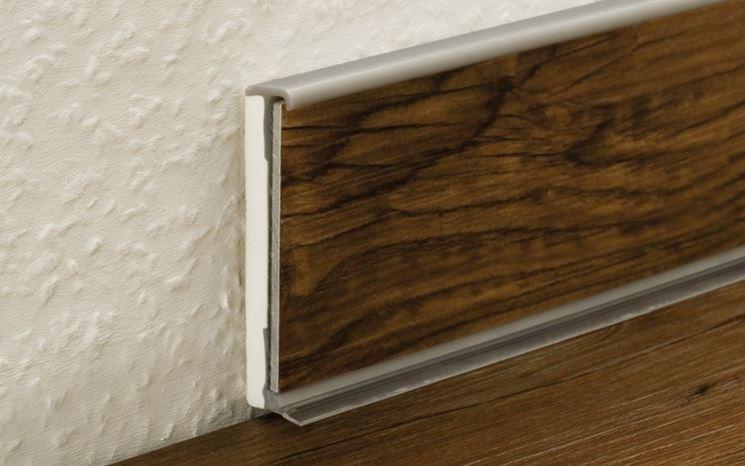 come fare taglio battiscopa i battiscopa come tagliare. Black Bedroom Furniture Sets. Home Design Ideas