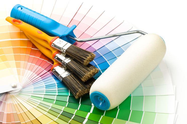Attrezzi e colori per pitturare