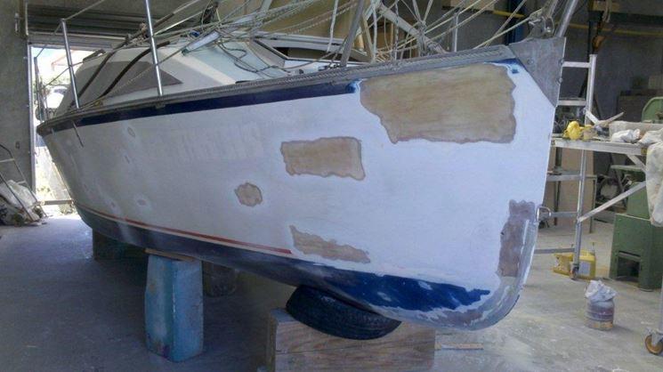 Riparazioni su barca in vetroresina