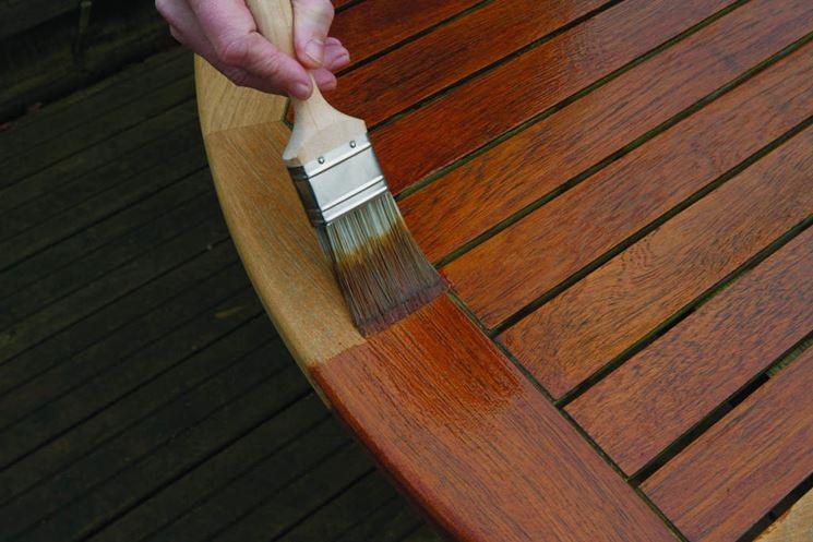 Vernice protettiva per mobili da esterno