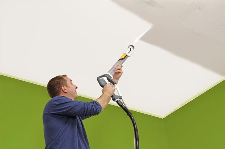 Verniciatura a spruzzo su soffitto