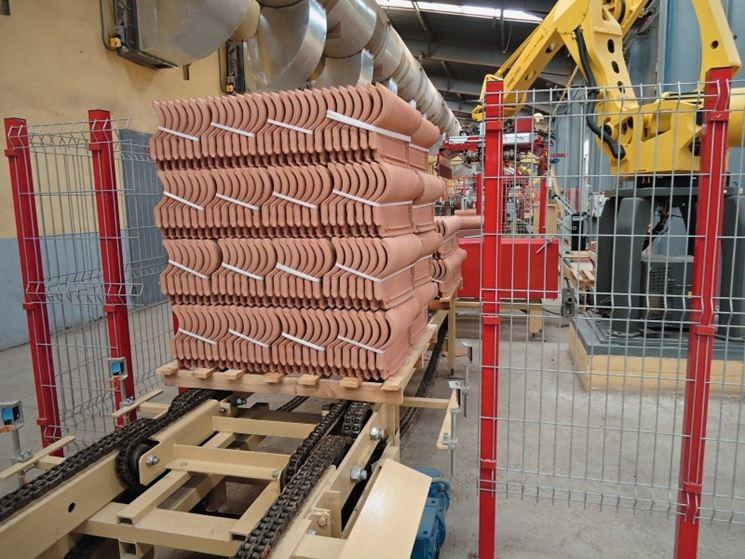 Stoccaggio di tegole in fabbrica