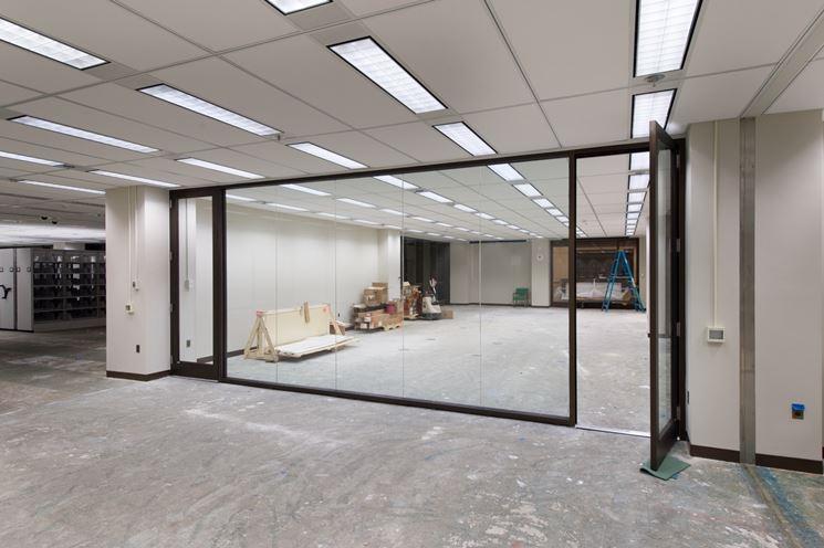 Una parete di vetro