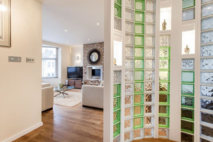 ... Vetrocemento Con Porta : Una parete divisoria in vetrocemento colorato