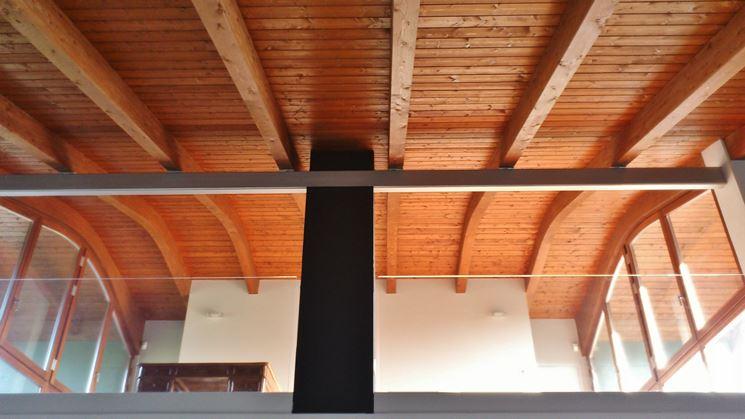 Tetto costruito con il legno