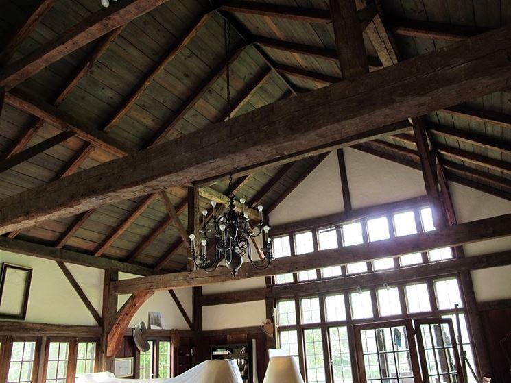 tetto con travi in castagno
