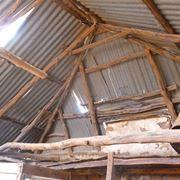 Vecchio tetto in legno