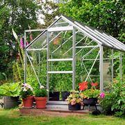 Una serra orto da giardino