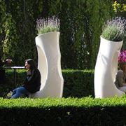Un modello di vasi da esterno di design